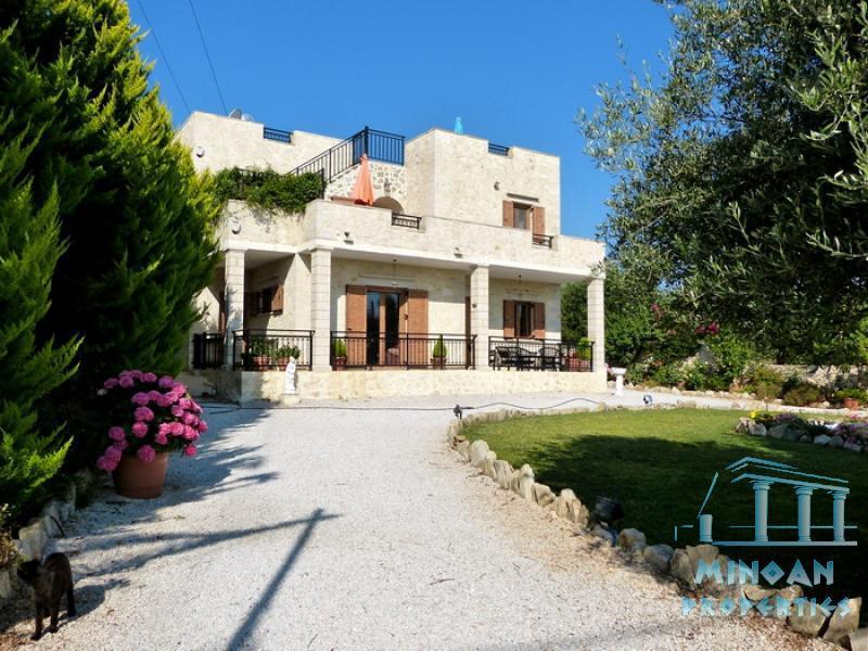 Vamos,A really beautiful stone house with really nice garden and ...